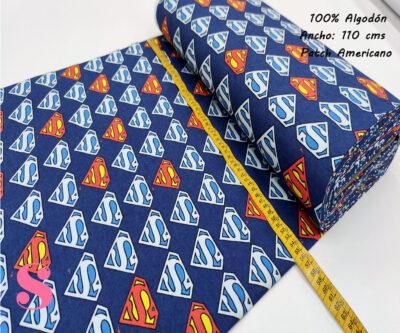 594-superman-logos-azul-america-franela-otoño-invierno-tejidos-algodón-estampado-percal,estampados frikis,telas de super héroes,Franela Estampada Superman Logos Azul