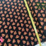19-telas-frikis,telas-camelot,telas-superman,tejidos-estampados-frikis,tejidos-camelot-fabrics,Tejido Estampado Patch Americano Superman Logotipo Fondo Negro