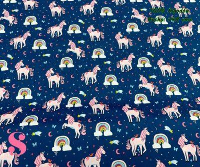 2-telas-de-algodón-por-metros,telas-infantiles-por-metros,algodón-estampado-por-metros,telas-frikis,Popelín Estampado Unicornio Arcoíris fondo Azul