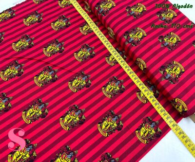 3-telas-frikis,telas-harry-potter-originales,telas-camelot,estampados-originales-harry-potter,Tejido Estampado Patch Americano Harry Potter Casa Gryffindor